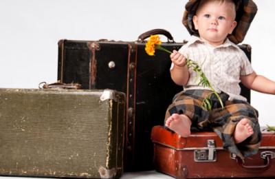 Voyager avec un bébé : avez-vous besoin d'une assurance spécifique ?